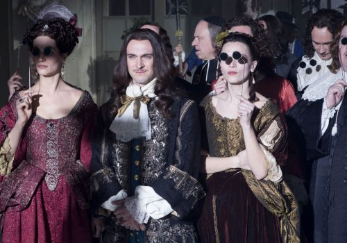Versailles : la cour sombre dans la noirceur et le poison